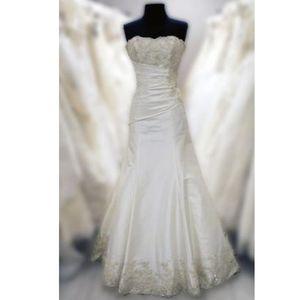 Maggie Sottero Ivory Wedding Dress J1152 size 6